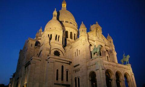 Basilica Sacré-Coeur din Paris noaptea