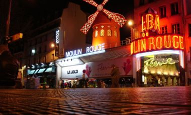 Cabaretul Moulin Rouge din Paris