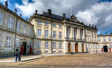 Palatul Amalienborg din Copenhaga
