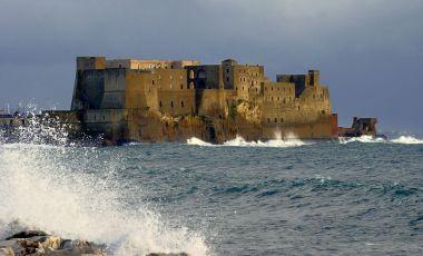 Castelul dell`Ovo din Napoli