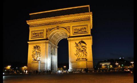 Arcul de Triumf din Paris noaptea