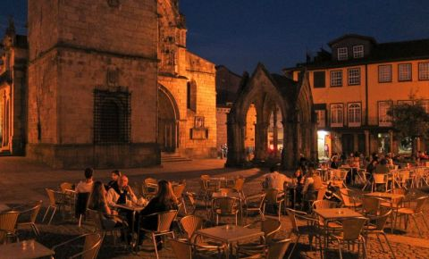 Biserica da Oliveira si Piata Santiago din Guimaraes