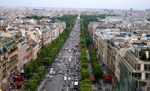 Bulevardul Champs Elysees din Paris