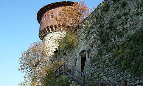 Castelul Petrela din Tirana