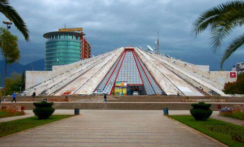 Centrul cultural Piramida din Tirana