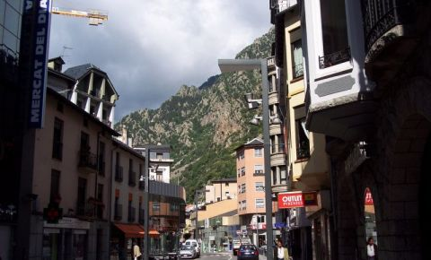 Magazine si piete in Andorra la Vella