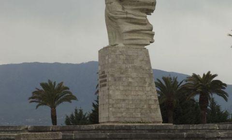 Monumentul Mama Albania din Tirana