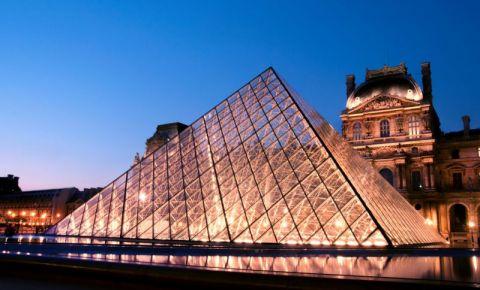 Marea Piramida de la Muzeul Luvru din Paris