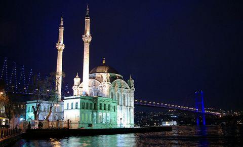 Moscheea Ortakoy din Istanbul