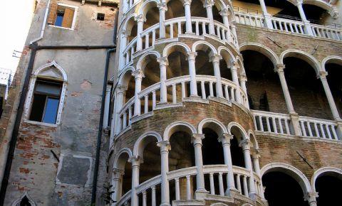 Palatul Contarini del Bovolo din Venetia