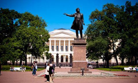 Piata Artei din Sankt Petersburg
