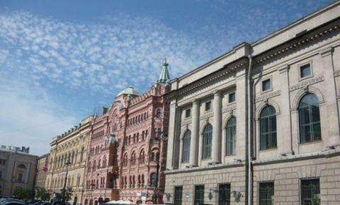 Piata Ostrovskogo din Sankt Petersburg