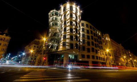 Casa care Danseaza din Praga (noaptea)