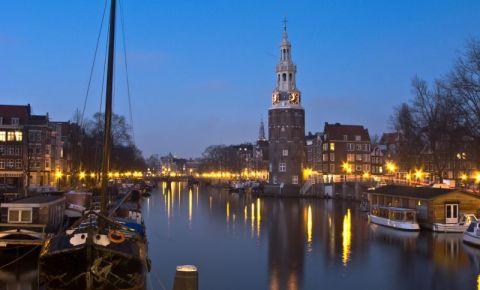 Turnul Montelbaanstoren din Amsterdam