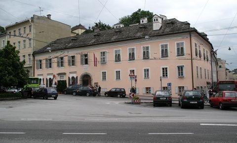 Piata Makart si Casa Memoriala a lui Mozart din Salzburg