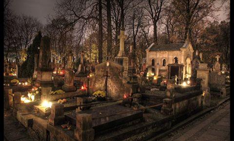 Cimitirul Powazki din Varsovia