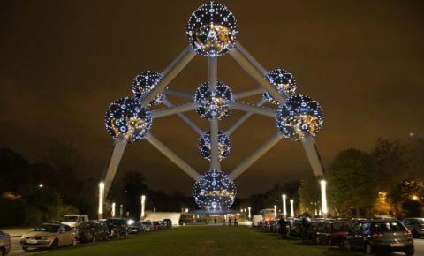 Expozitia Atomium din Bruxelles (noaptea)