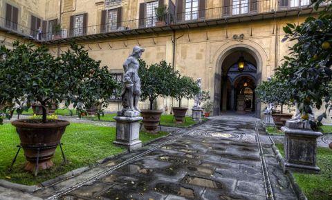 Palatul Medici-Riccardi din Florenta (curte)