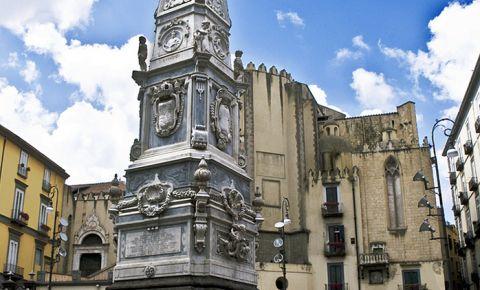 Piata San Domenico Maggiore din Napoli