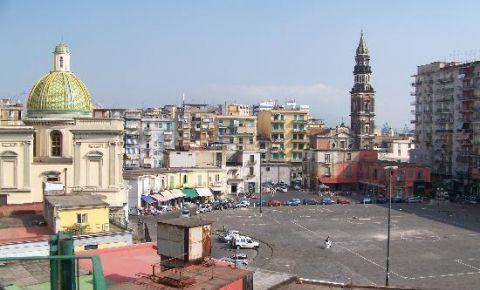 Piata del Mercato din Napoli