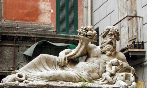 Statuia Nilo din Napoli