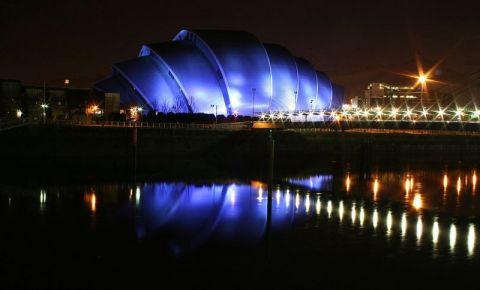 Auditoriul Clyde din Glasgow (noaptea)