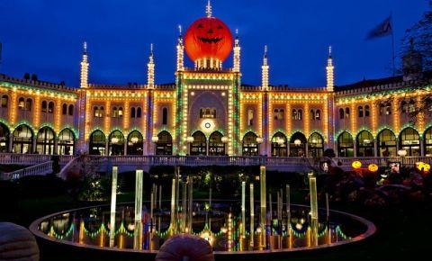 Parcul de Distractii Tivoli din Copenhaga (noaptea)