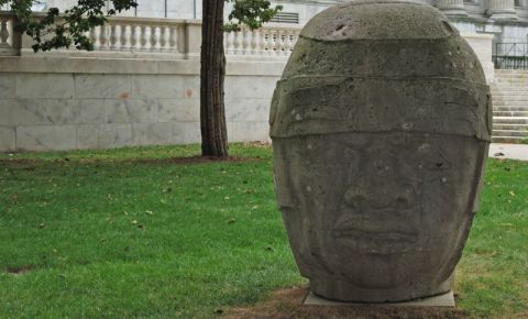 Sculptura Olmec din Chicago
