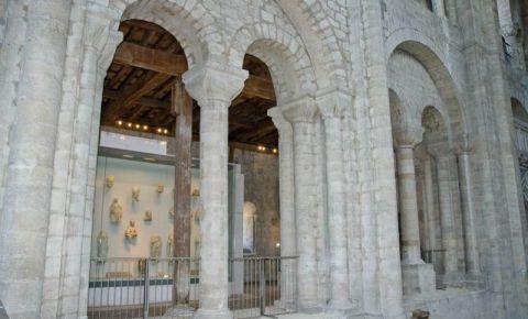 Galeria Triforium si Libraria Catedralei din Winchester