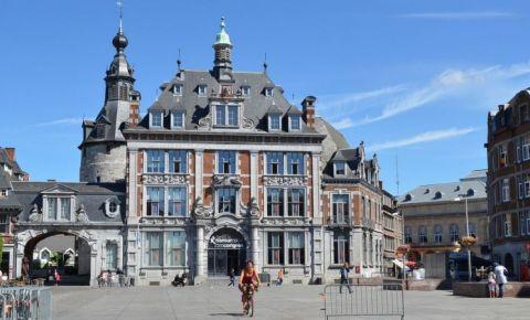 Piata Armelor si Turnul St James din Namur