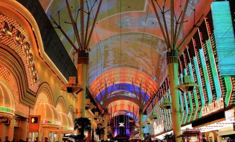 Spectacolele Fremont Street Experience din Las Vegas