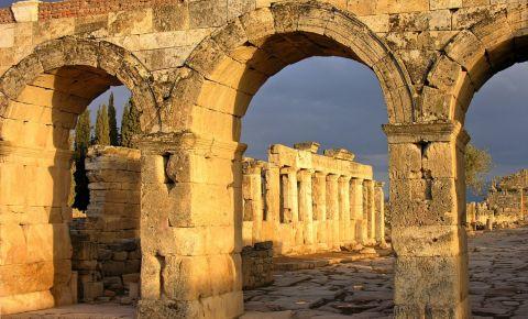 Arcul lui Domitian din Pamukkale