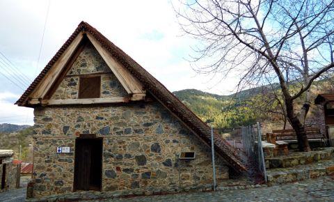 Biserica Arhangelos Mihail din Pedhoulas