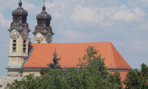 Biserica Sfanta Cruce din Tata