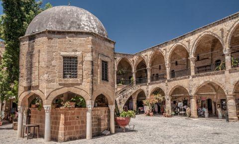Cladirea Buyuk Han din Nicosia
