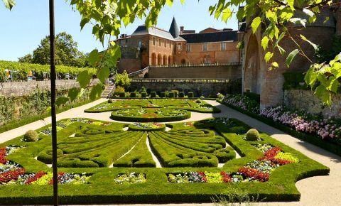 Gradinile Muzeului Toulouse-Lautrec din Albi