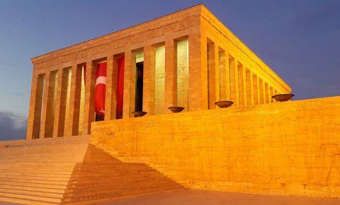 Mausoleul Mustafa Kemal Ataturk din Ankara