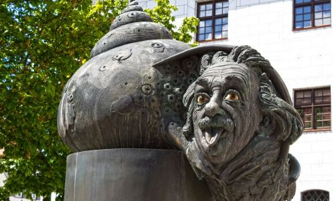 Monumentul si Fantana lui Einstein din Ulm