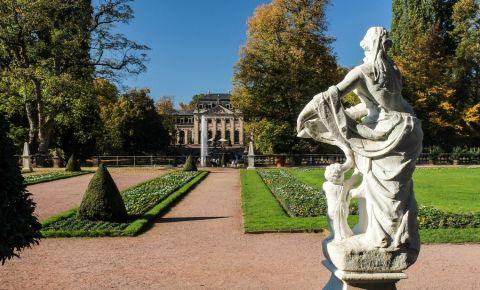 Sala Orangerie si Sculptura Floravase din Fulda