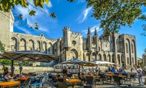 Piata Palatului din Avignon