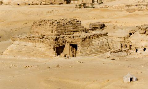 Piramida Reginei Khentkawes din Giza