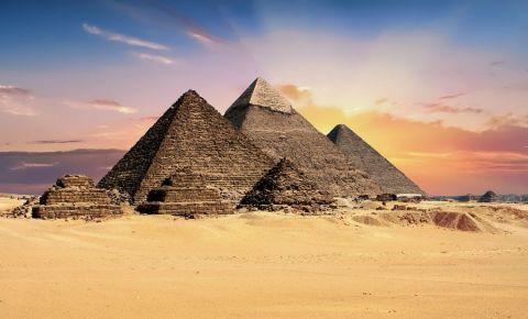 Piramidele Giza