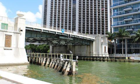 Podul Brickell Avenue din Miami