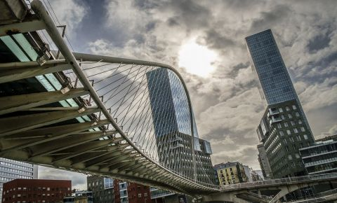 Podul Zubizuri din Bilbao
