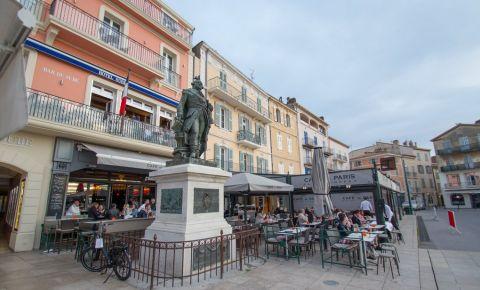 Statuia lui Andre Pierre de Suffren din Saint Tropez