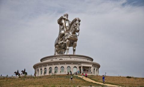 Statuia lui Gingis Han din Ulan Bator