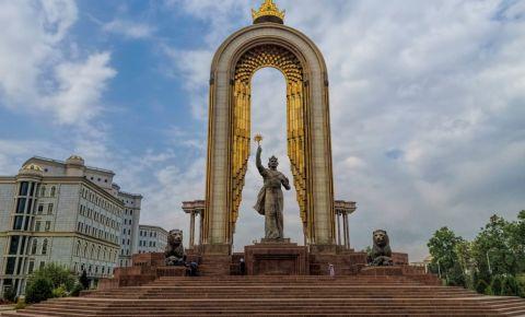 Statuia lui Ismail Samani din Dusanbe