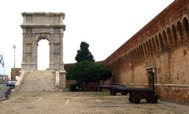 Arcul lui Traian din Ancona