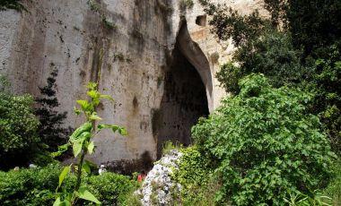 Latomia del Paradiso si Urechea lui Dionysos din Siracuza