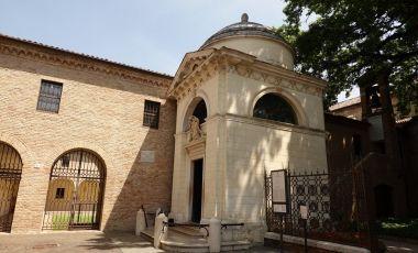 Mormantul lui Dante Alighieri din Ravenna